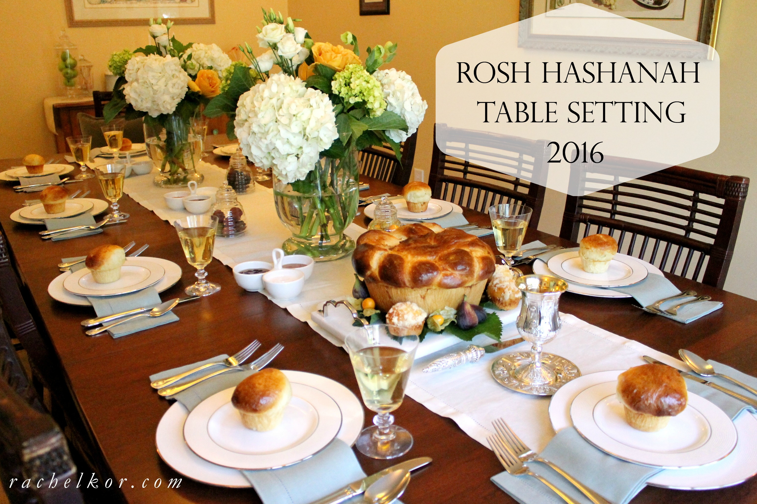 Vase for fruit is an important part of table setting
